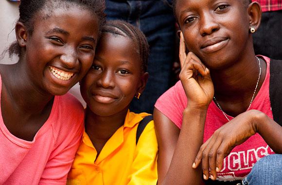 Flickor från Girls Making Media-projekt i Makeni, Sierra Leone