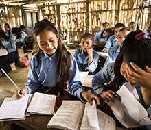Plan International utbildar elever om katastrofförebyggande arbete.