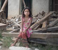 Flicka som överlevde jordbävningen i Nepal