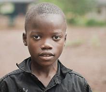 Pojke som överlevde ebolautbrottet i Sierra Leone