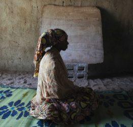 Flicka som åter får gå i skola efter Boko Harams härjningar