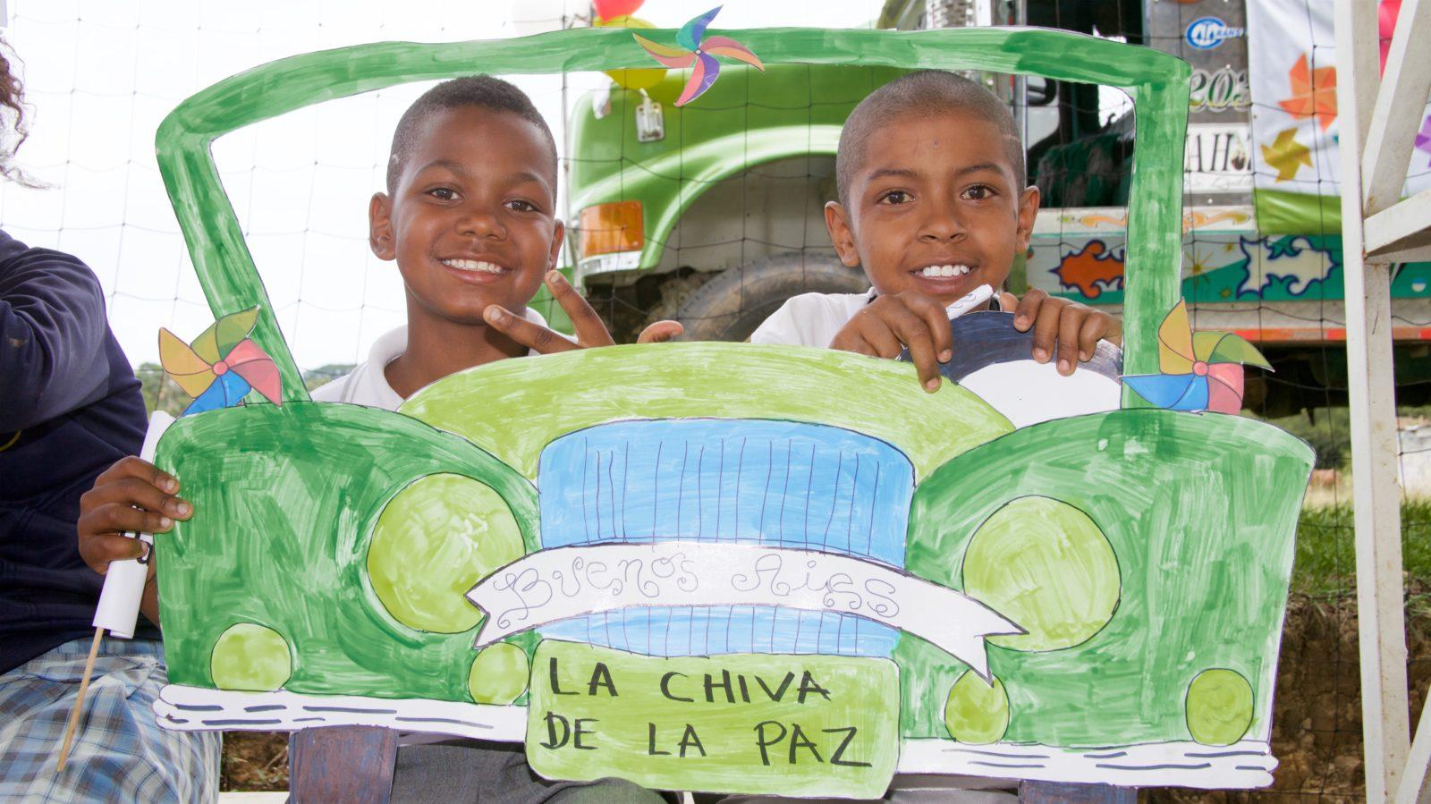 Två pojkar i projektet Communities for Peace i Colombia