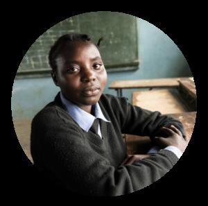 Samira vid skolbänken i Zambia